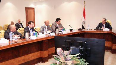 عمرو طلعت وزير الاتصالات المصري مع رؤساء شركات الاتصالات الأربعة