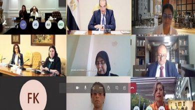وزير الاتصالات المصري خلال الاجتماع