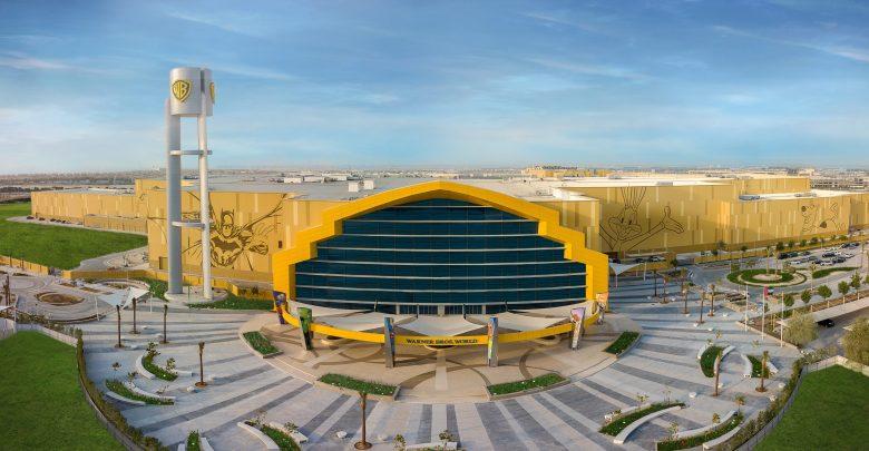 مشروع الطاقة الشمسية الكهروضوئية على سطح مبنى عالم وارنر براذرز أبوظبي في جزيرة ياس