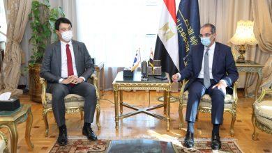 عمرو طلعت وزير الاتصالات وتكنولوجيا المعلومات مع السيد هونج جين ووك سفير كوريا الجنوبية بالقاهرة